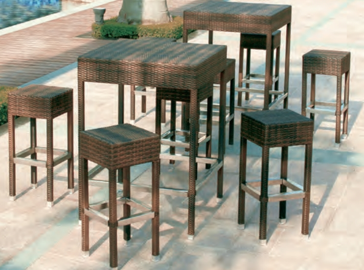 AR Rossanese Table + 4 bar stools