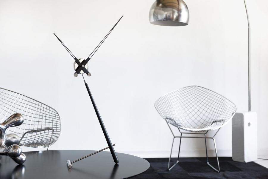 Nomon Puntero table clock